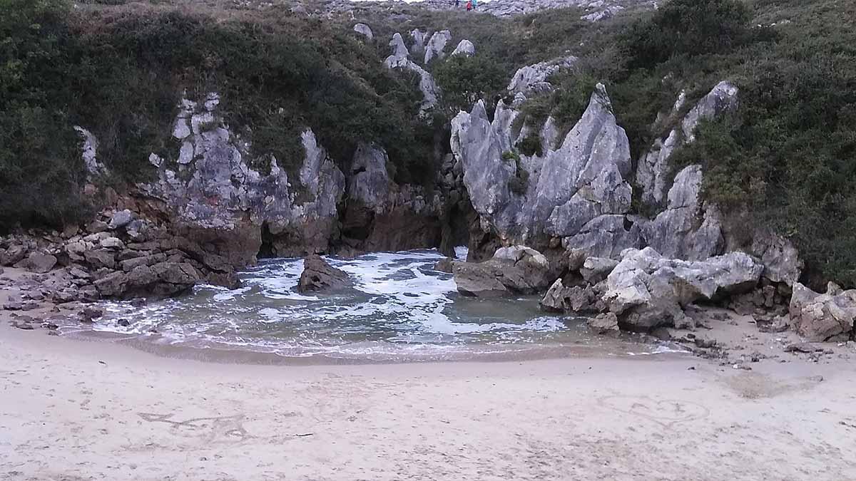 playa-de-gulpiyuri