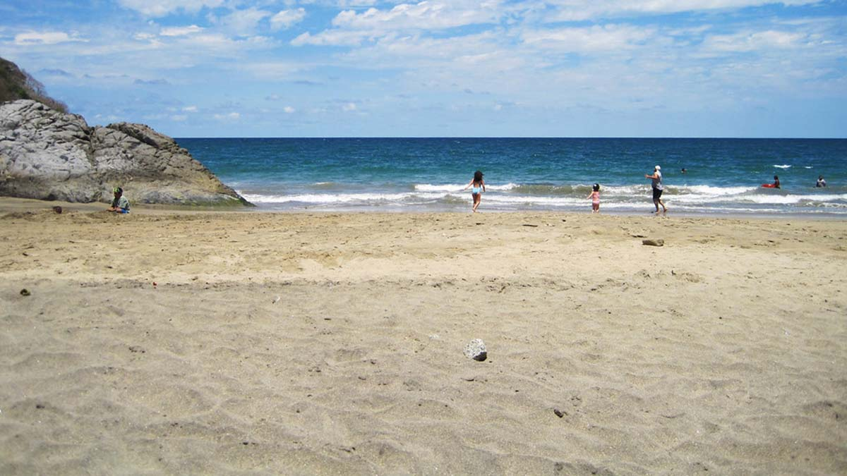 playa-de-los-muertos